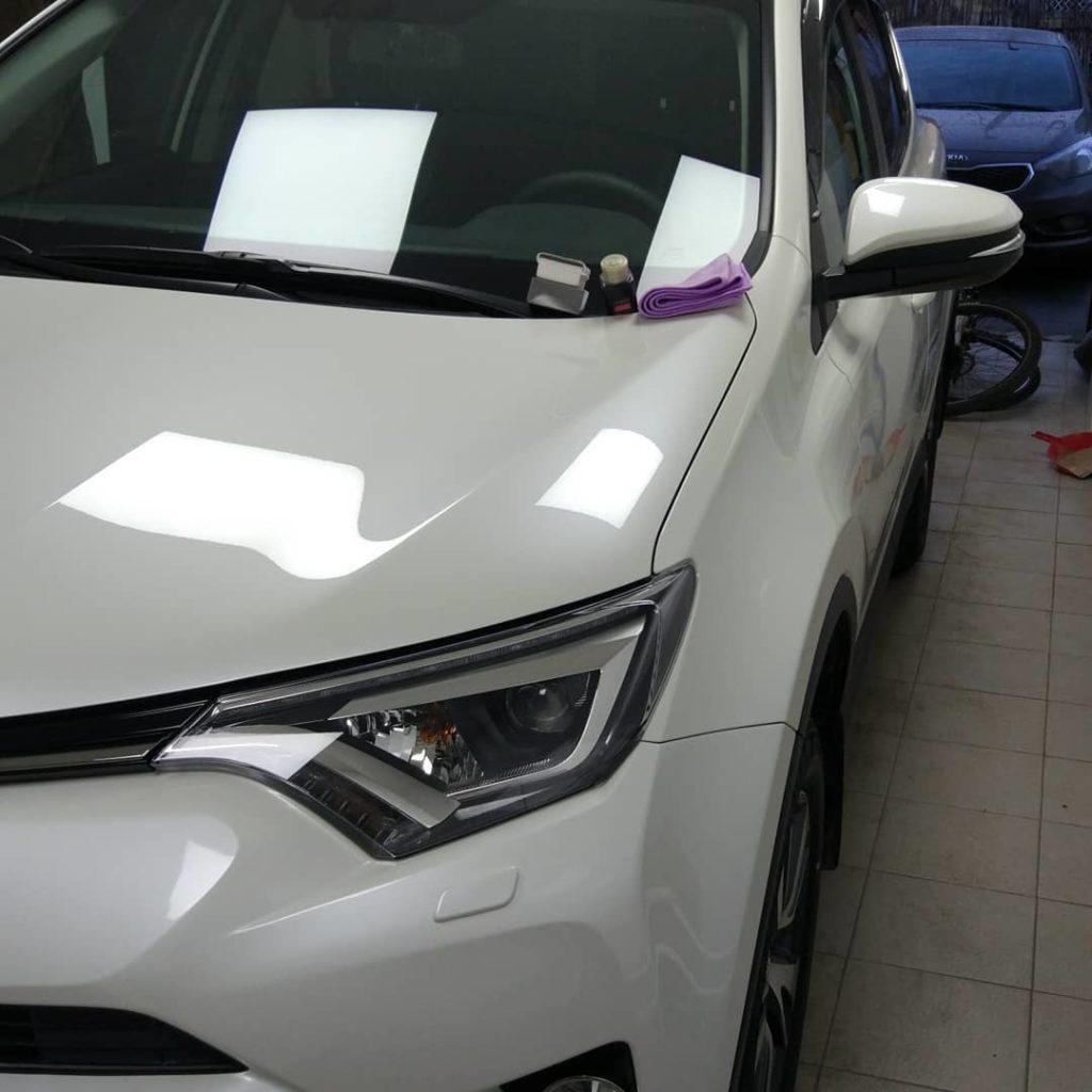 Toyota Rav4 с керамическим покрытием, зеркальный эффект.